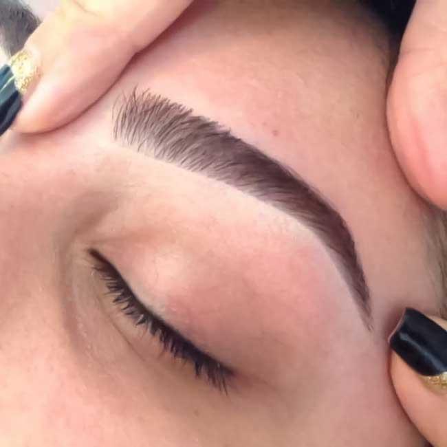 Δοκιμαστικό νυφικό χτένισμα και μακιγιάζ