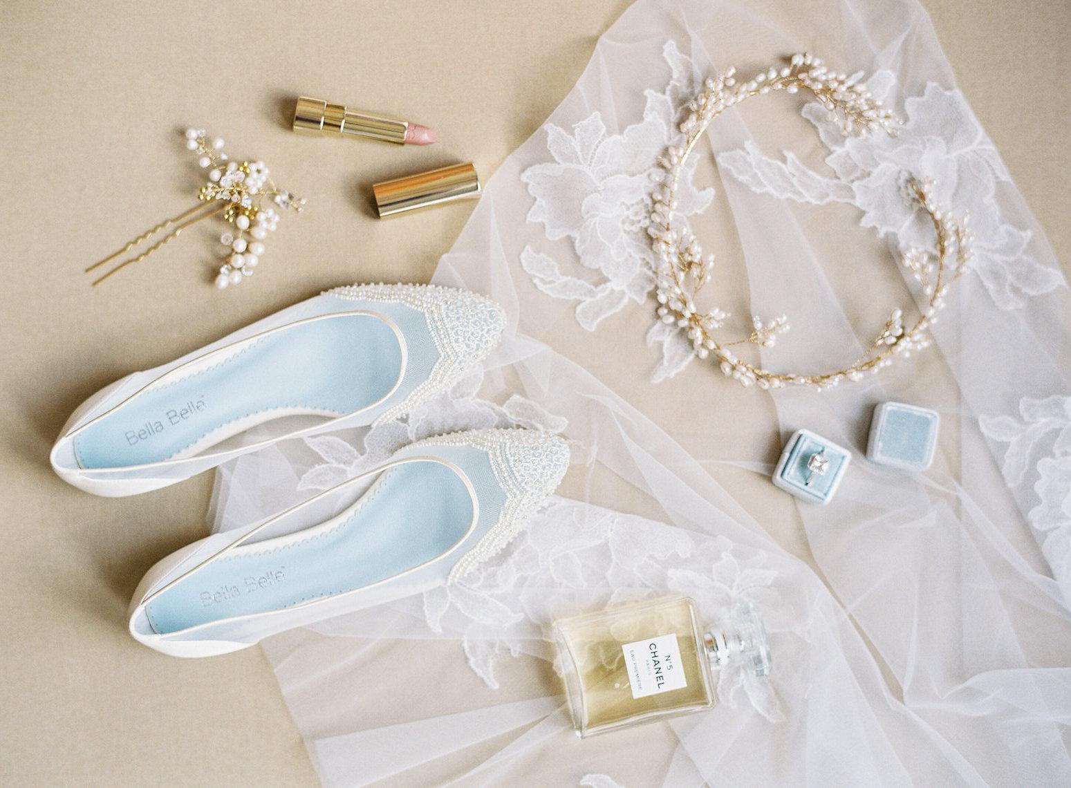 Φλατ παπούτσια για ιδιαίτερες νύφες που αγαπούν την άνεση