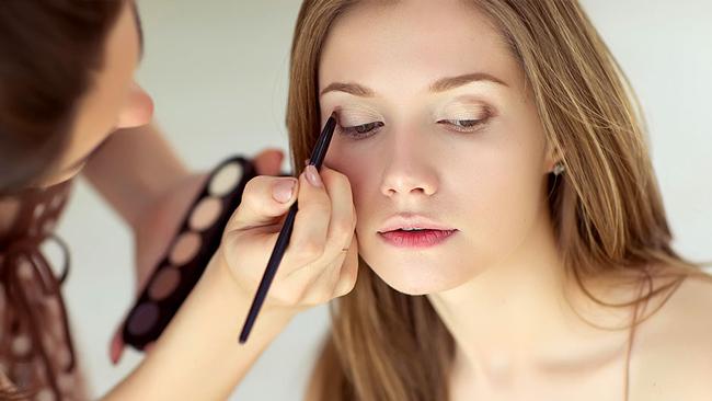 Δοκιμαστικό νυφικό χτένισμα και μακιγιάζ | Tips για όσα πρέπει να ξέρετε!