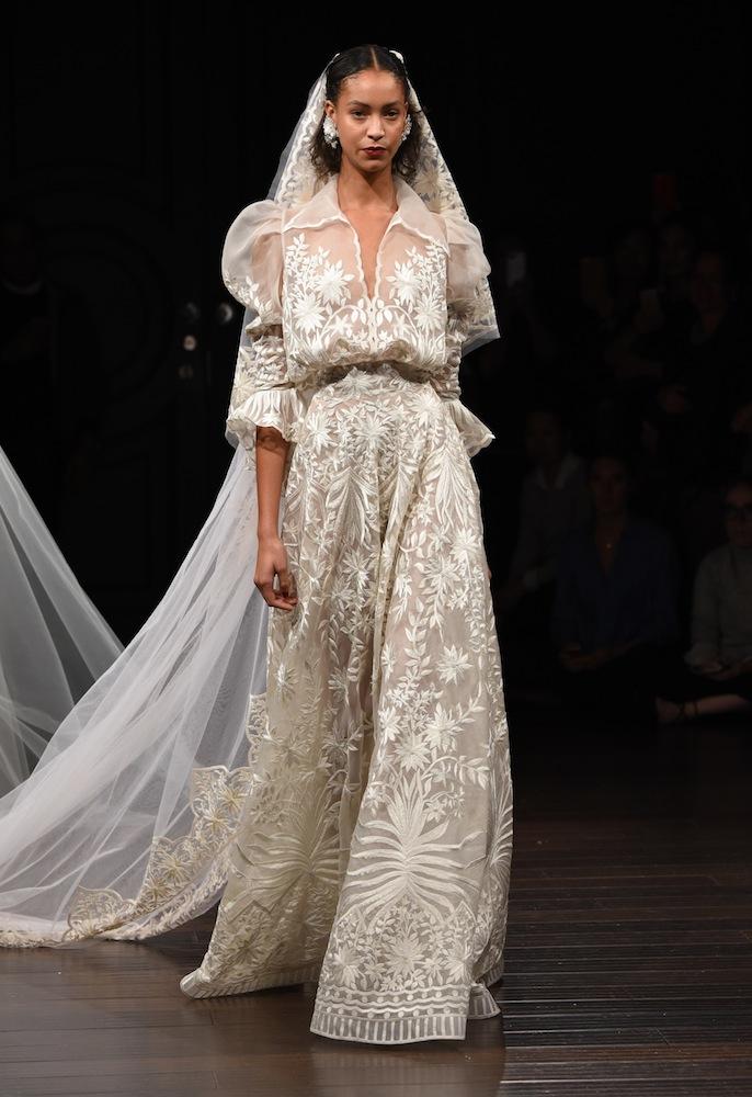 όμορφα νυφικά φορέματα