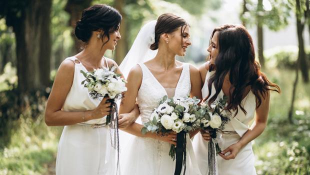 Νυφικά με ελληνικό στυλ και ύφος για την πιο γοητευτική Ελληνίδα νύφη.