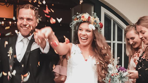 Στολισμός εκκλησίας που ξεπερνά κάθε προσδοκία για έναν τέλειο γάμο.